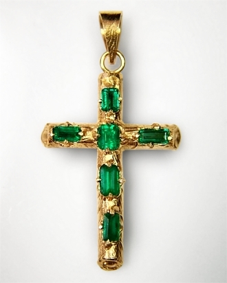 http://www.planetarygems.com/images/emerald%20cross%20-tronco-%20style%20COLO07.jpg